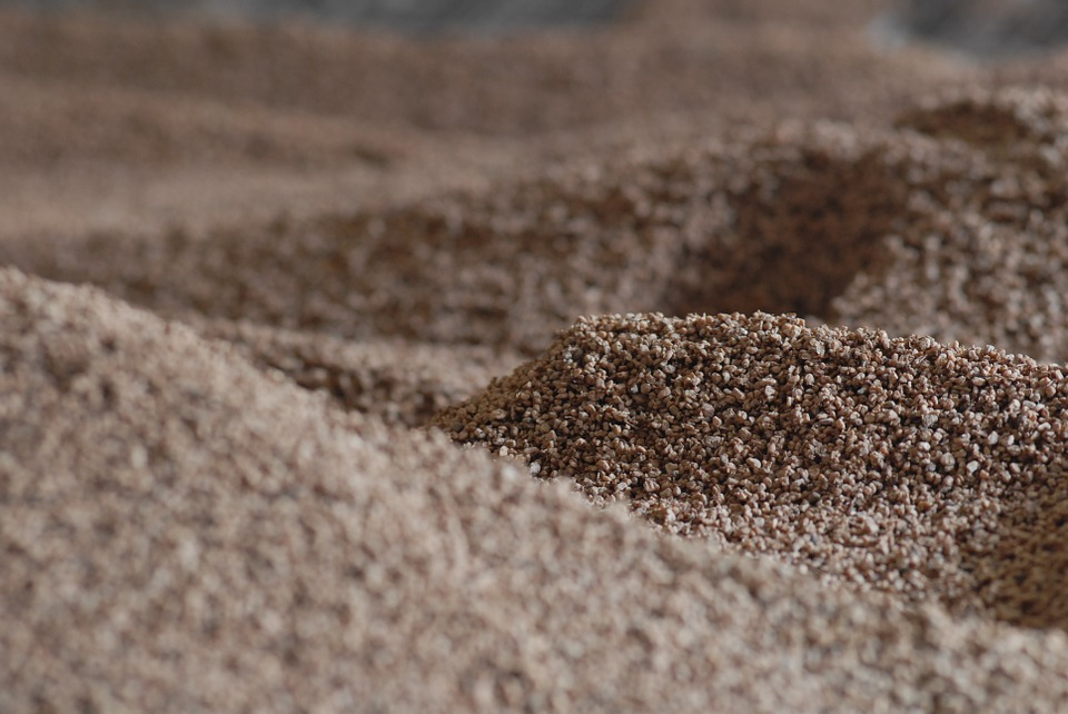Hueso de aceituna: ventajas de uso como combustible en calderas de biomasa.